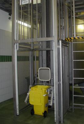 Produkte_Sondermaschinen_Muellentladestation
